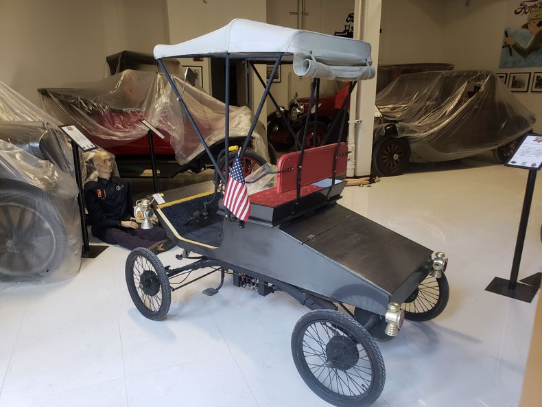 1901 HORSELESS CARRIAGE CORP. REPLICA FORD
