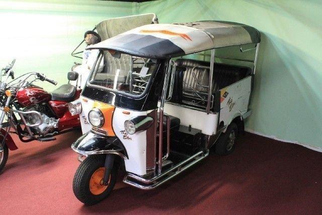 N a rickshaw tuk tuk