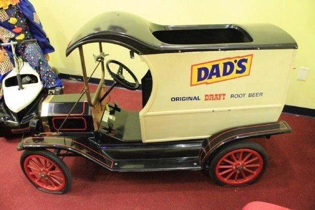N/A Custom DAD'S ROOTBEER TRUCK