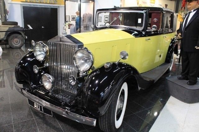 1937 rolls royce phantom iii goldfinger
