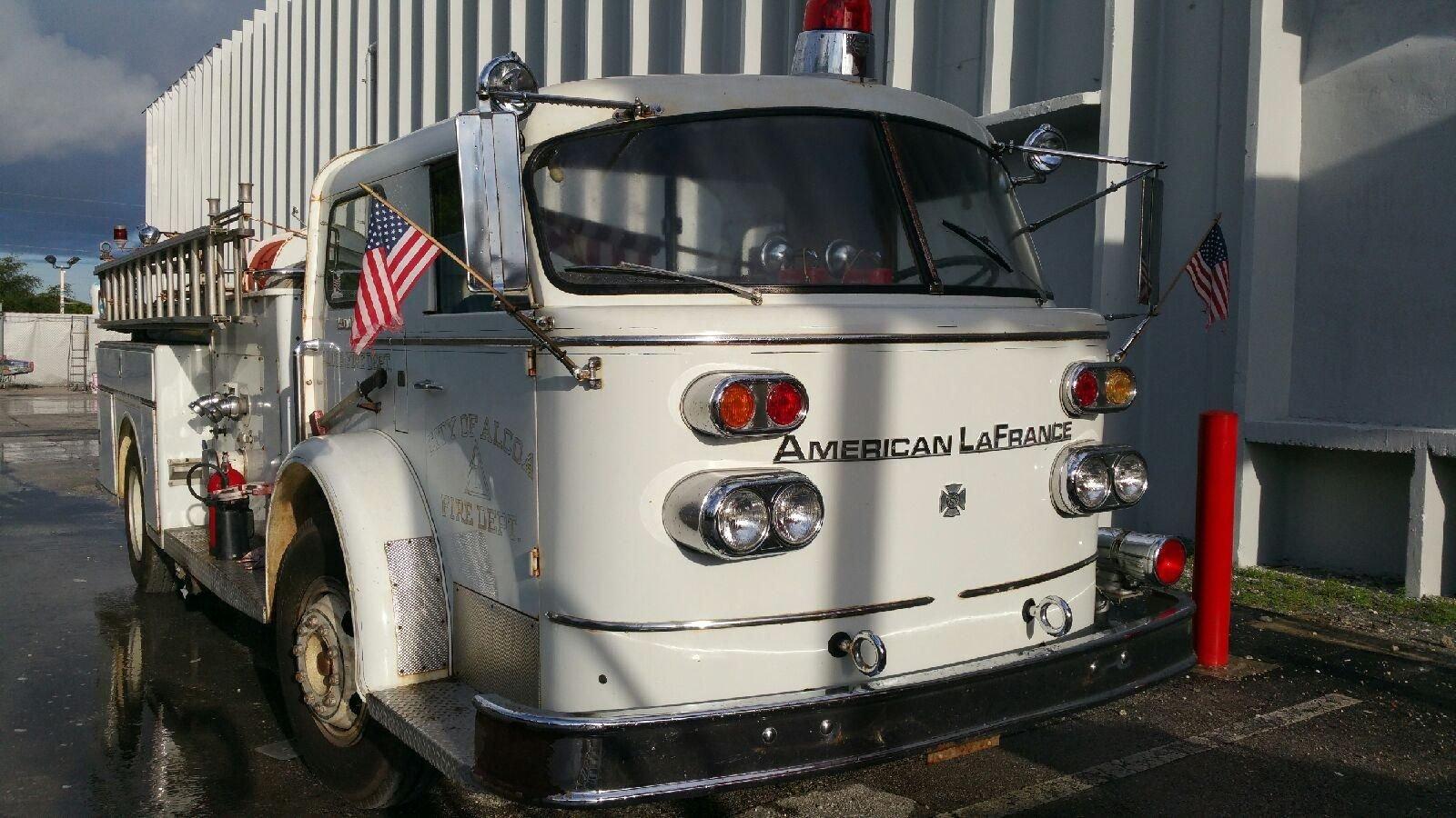 1965 american la france 900