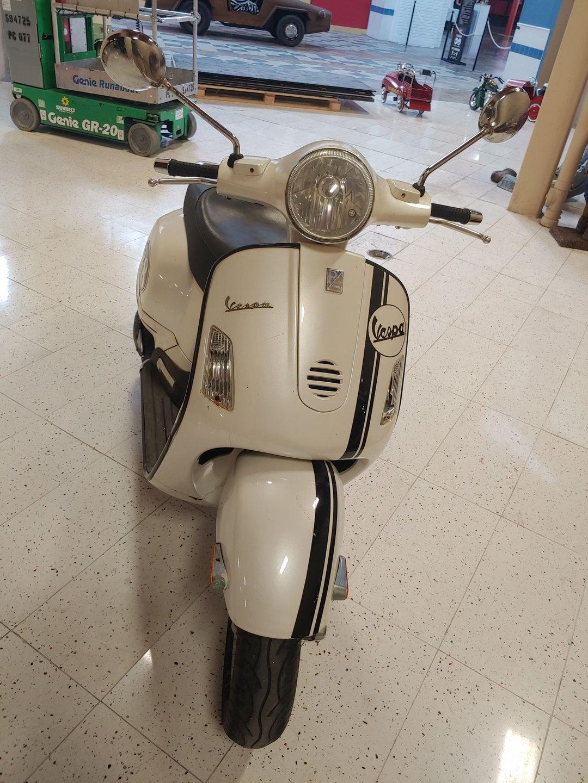 2005 vespa scooter