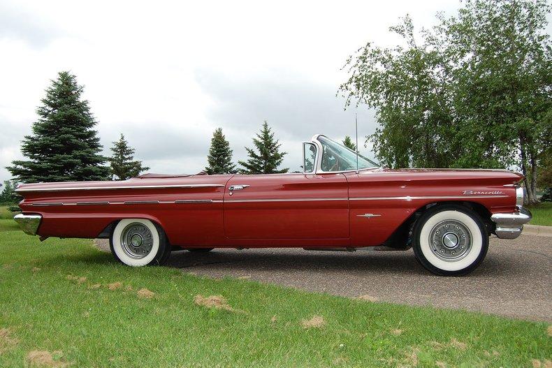 1960 Pontiac Bonneville Convertible 9