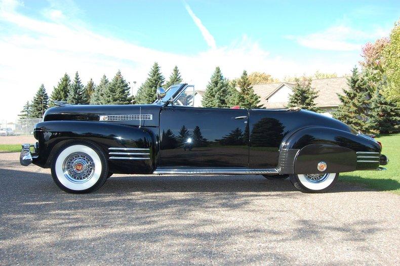 1941 Cadillac Series 62 Convertible 6