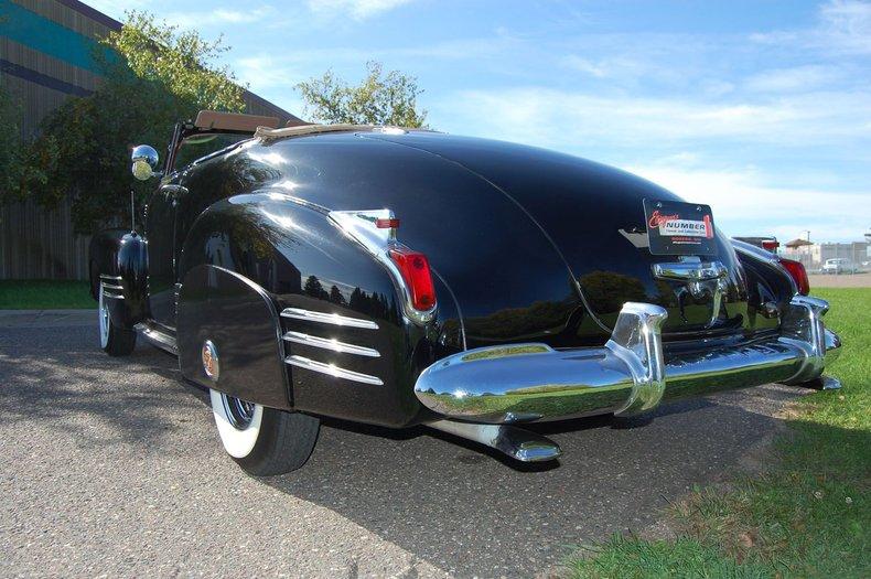 1941 Cadillac Series 62 Convertible 21
