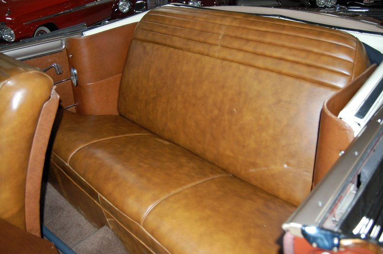 1949 Chrysler Town & Country Woody Convertible 32