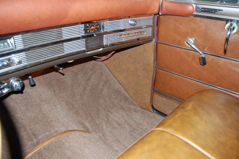 1949 Chrysler Town & Country Woody Convertible 35