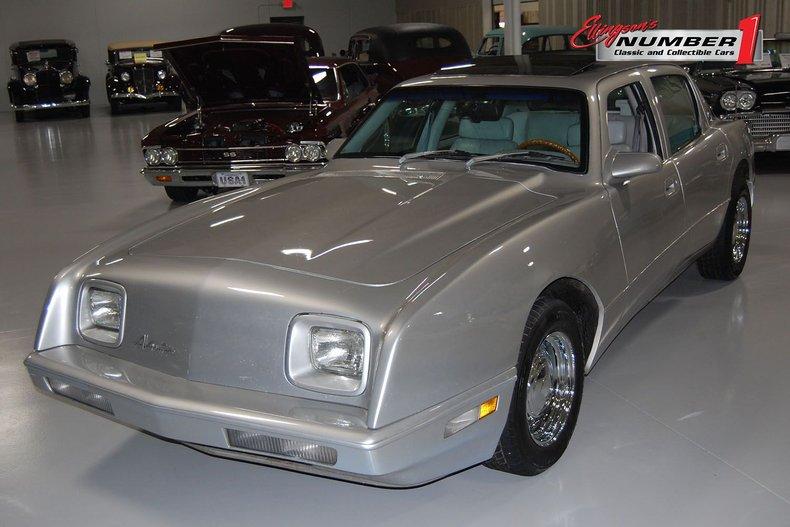 1990 Avanti 4dr Touring Sedan