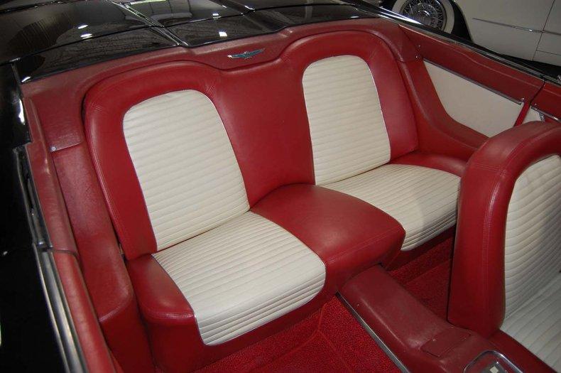 1959 Ford Thunderbird Convertible 32
