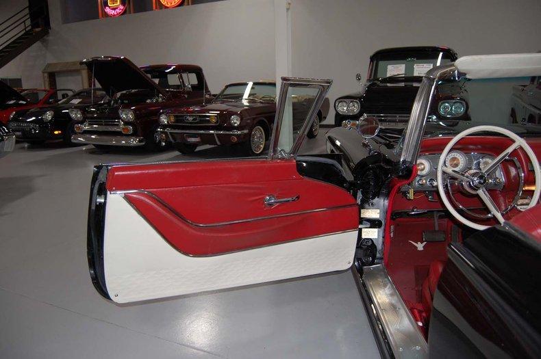 1959 Ford Thunderbird Convertible 28