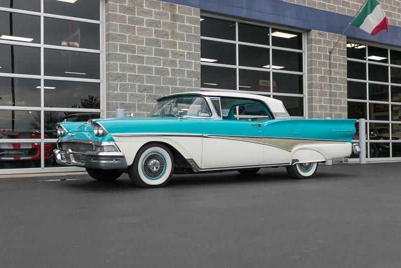 1958 Ford Skyliner