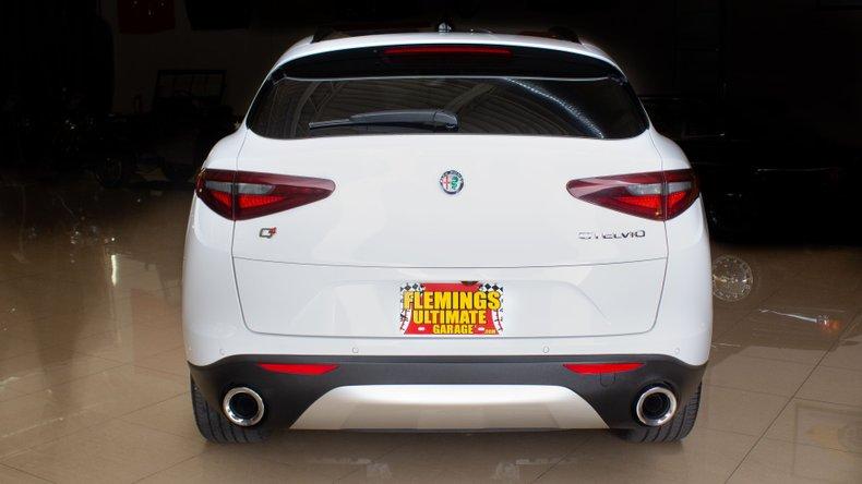 2018 Alfa Romeo Stelvio 5