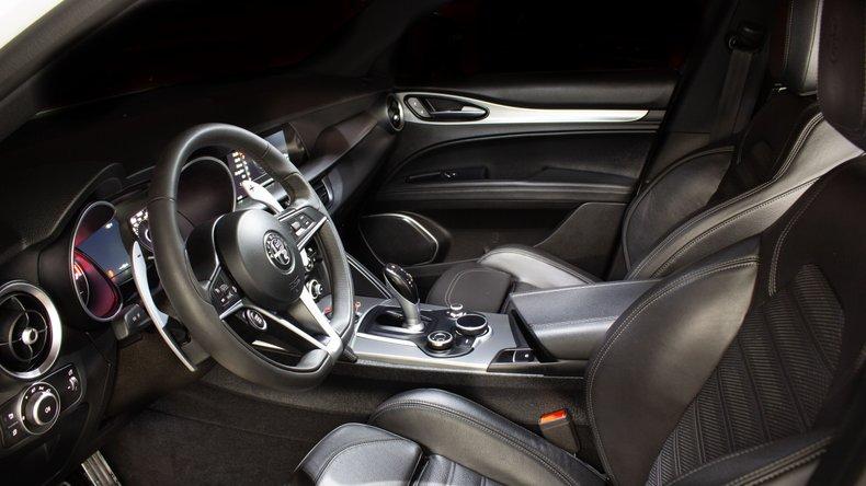 2018 Alfa Romeo Stelvio 11