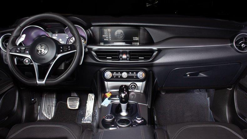 2018 Alfa Romeo Stelvio 17