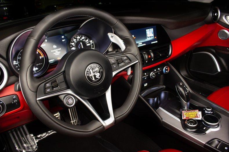 2018 Alfa Romeo Giulia 12