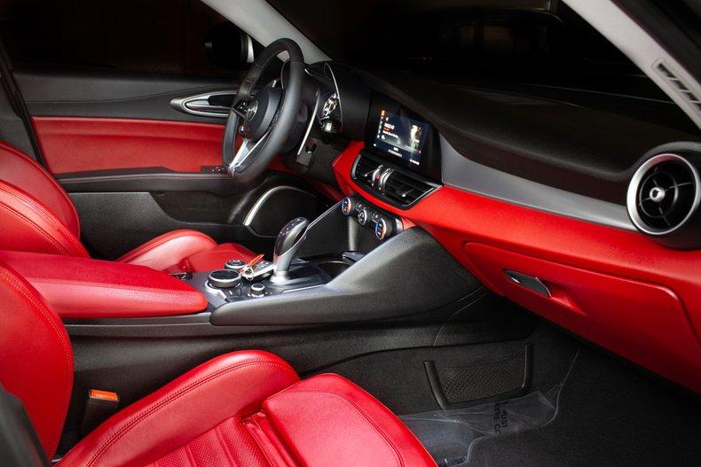 2018 Alfa Romeo Giulia 17