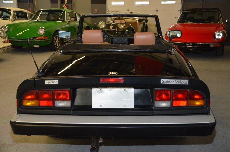 1987 Alfa Romeo Veloce spyder 4