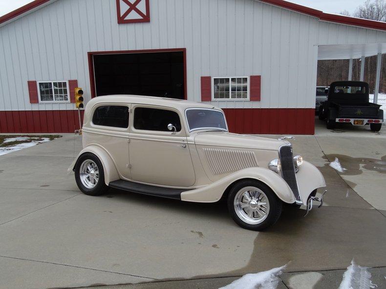 1933 ford 2 door