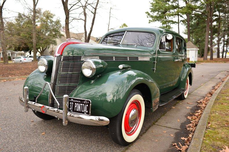 1937 Pontiac Silverstreak