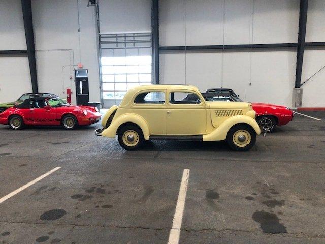 1935 ford 2 door sedan