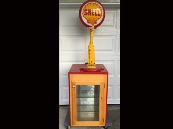 Shell Oil Pump & Display Case