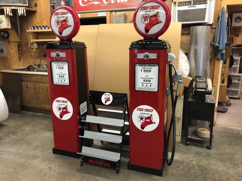Texaco Fire Chief Gas Pumps & Oil Stand