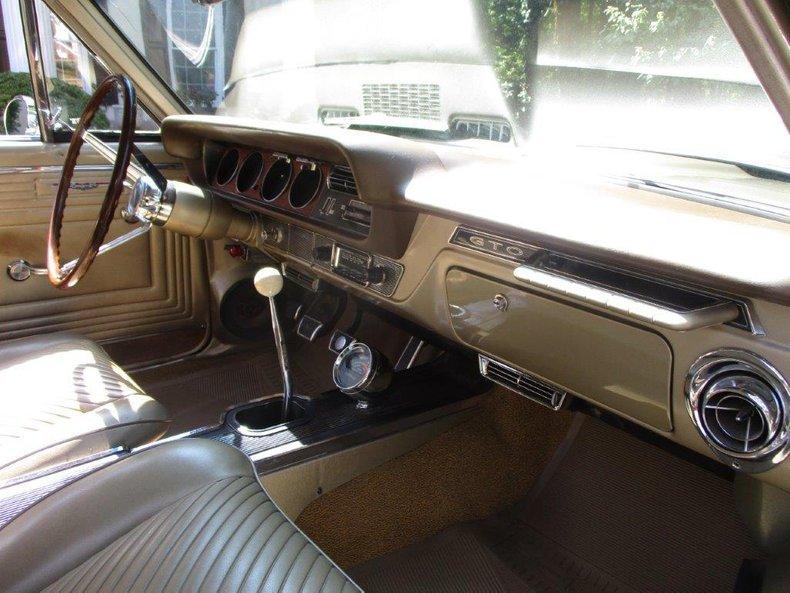 1965 Pontiac GTO 23
