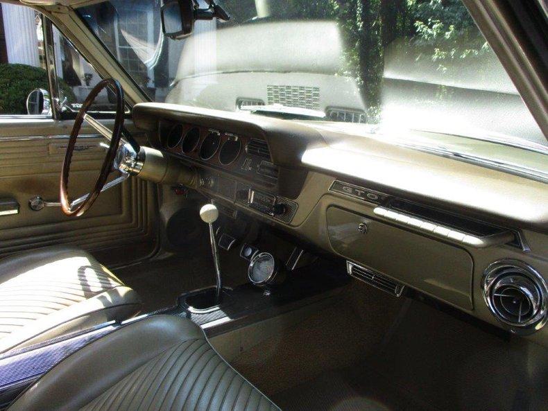 1965 Pontiac GTO 19