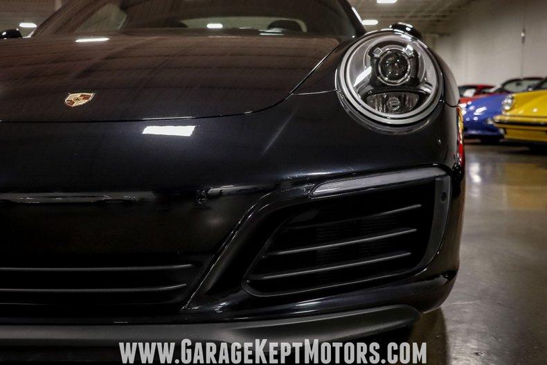2017 Porsche 911 36