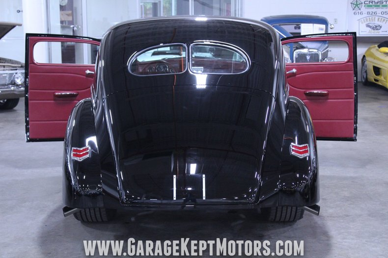 1940 Ford 2-Door Sedan 65