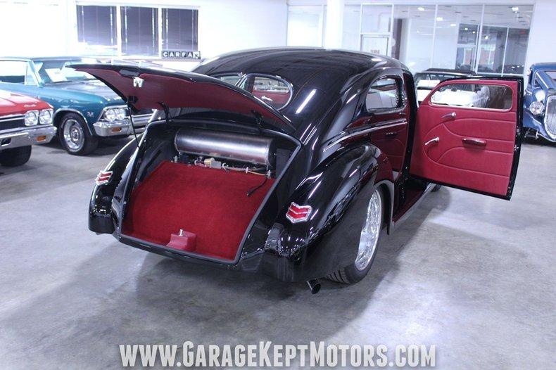 1940 Ford 2-Door Sedan 127