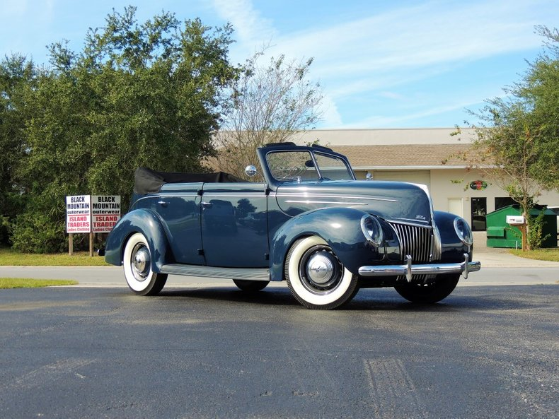 1939 FORD DELUXE CV SDN