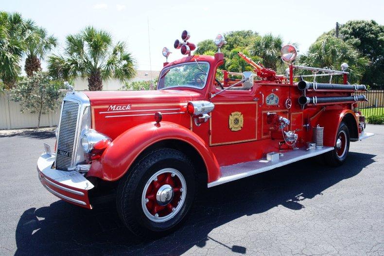 1943 mack model 505 fire truck