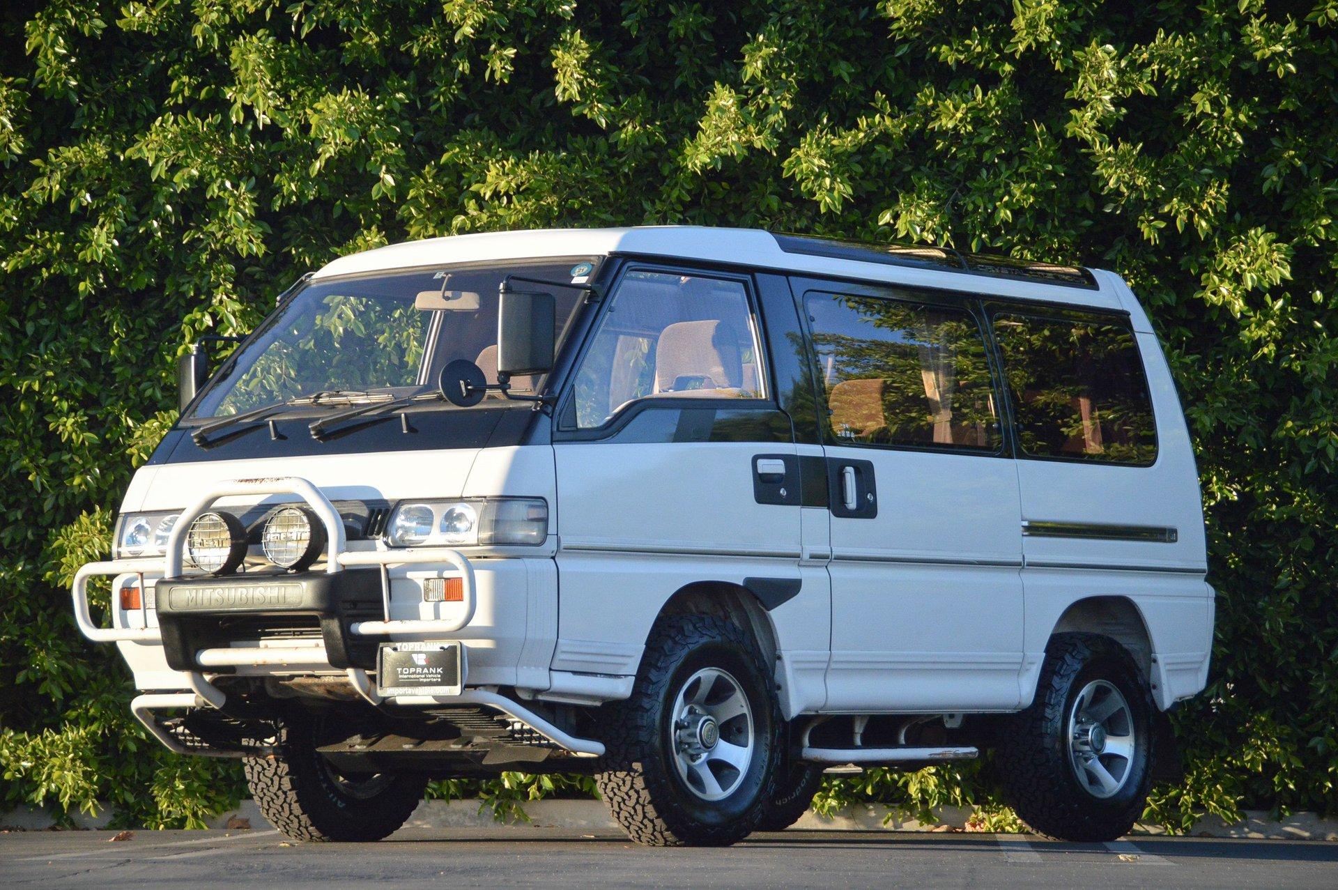 1991 Mitsubishi Delica StarWagon CrystalRoof