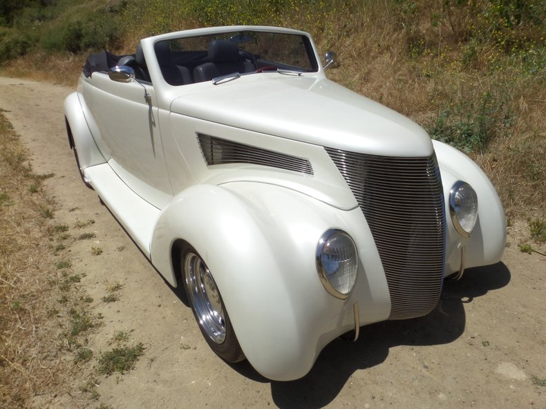 1937 Ford Cabriolet