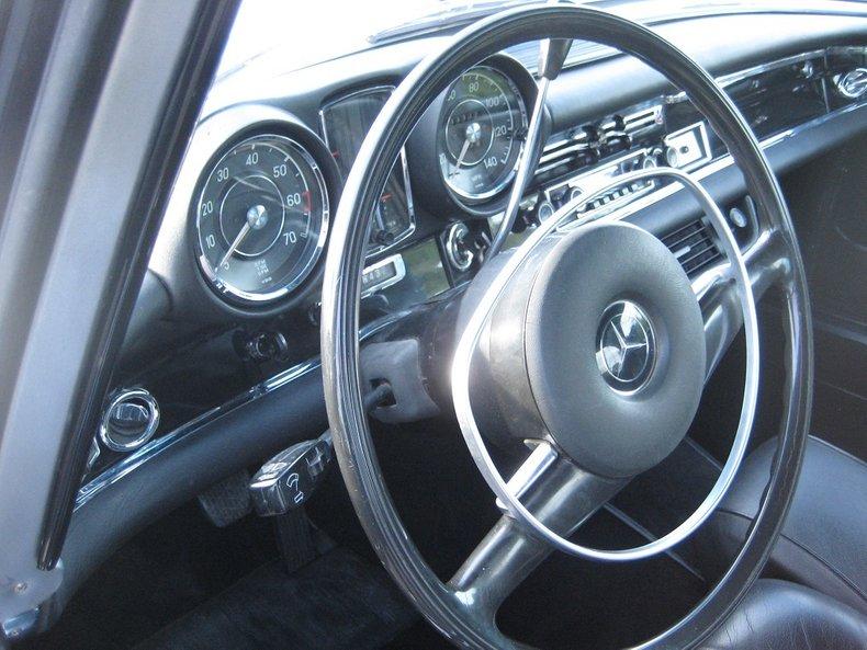 1969 Mercedes-Benz 280SE 32