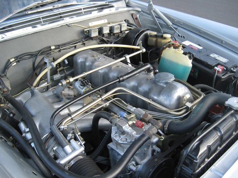 1969 Mercedes-Benz 280SE 36