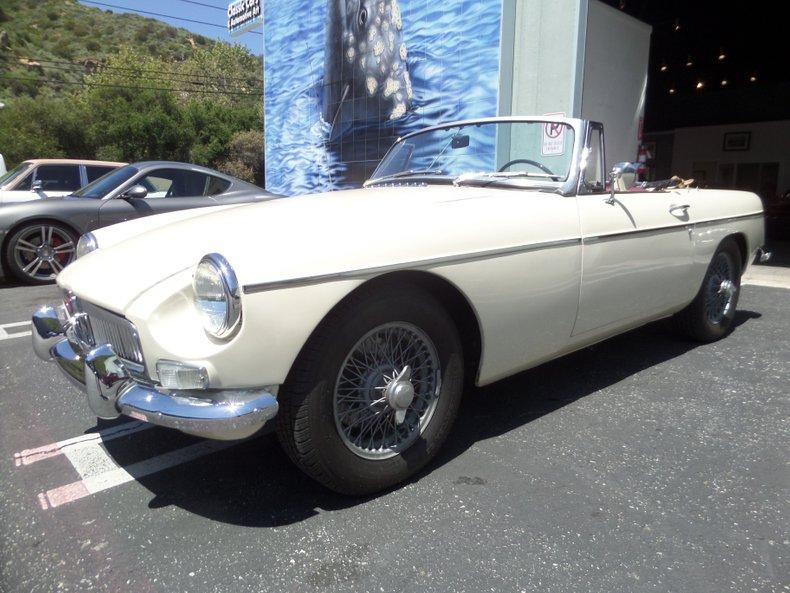 1967 MG B