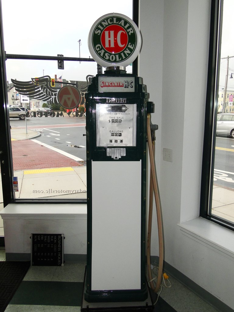 SINCLAIR H.C. GAS PUMP