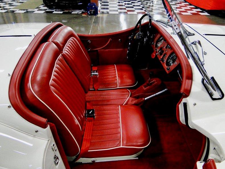 1956 Jaguar XK140 28