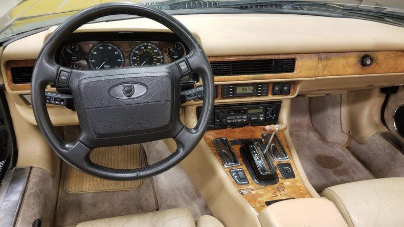 1992 Jaguar XJS V12 Convertible 35