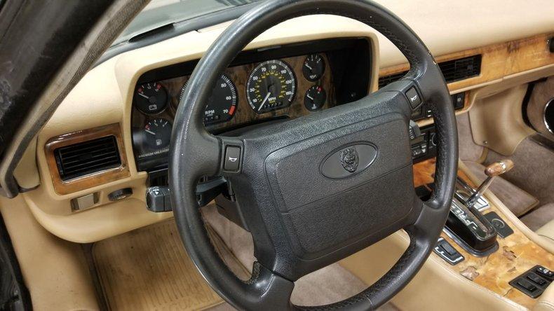 1992 Jaguar XJS V12 Convertible 36