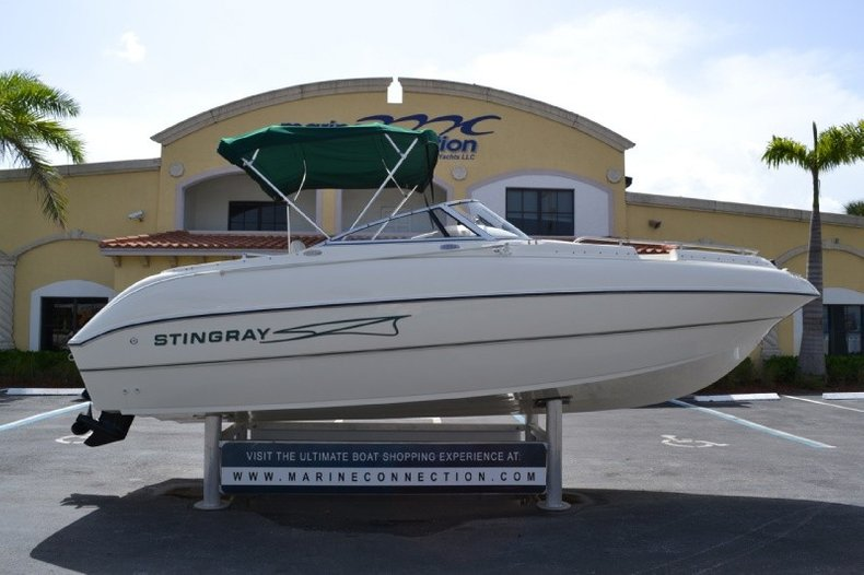 Used 1999 Stingray 220DS Deck Boat boat for sale in West