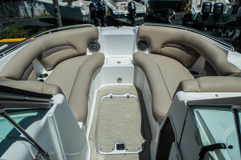 Thumbnail 9 for New 2015 Hurricane SunDeck SD 2400 OB boat for sale in West Palm Beach, FL