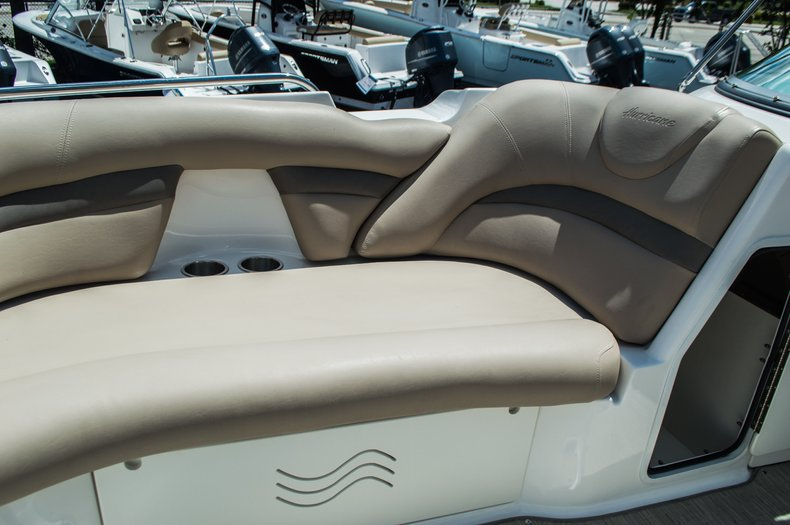 Thumbnail 12 for New 2015 Hurricane SunDeck SD 2400 OB boat for sale in West Palm Beach, FL