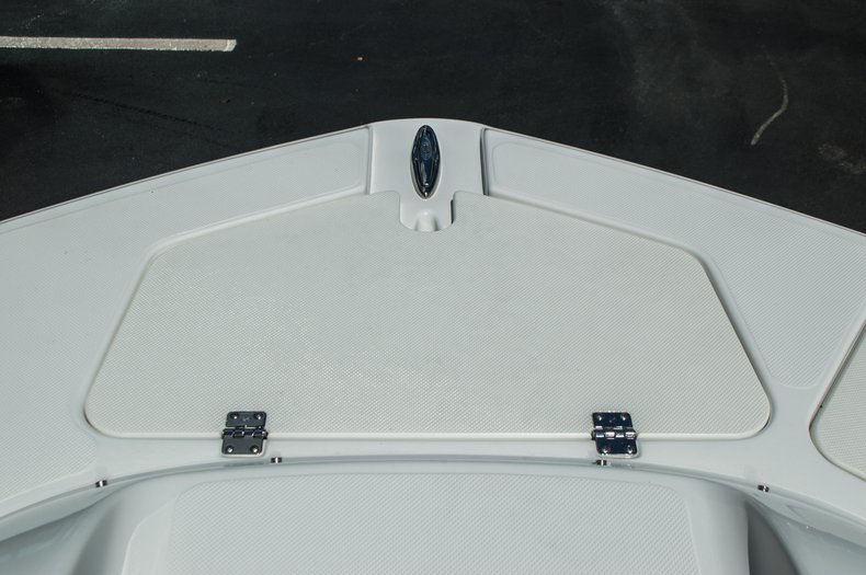 Thumbnail 14 for New 2015 Hurricane SunDeck SD 2400 OB boat for sale in West Palm Beach, FL