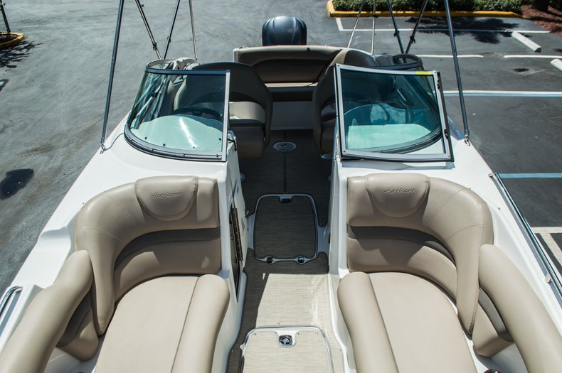 Thumbnail 21 for New 2015 Hurricane SunDeck SD 2400 OB boat for sale in West Palm Beach, FL
