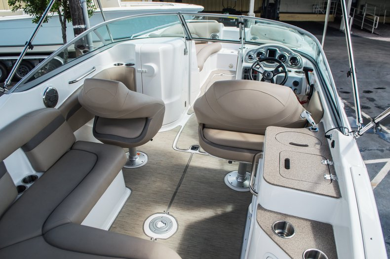 Thumbnail 29 for New 2015 Hurricane SunDeck SD 2400 OB boat for sale in West Palm Beach, FL