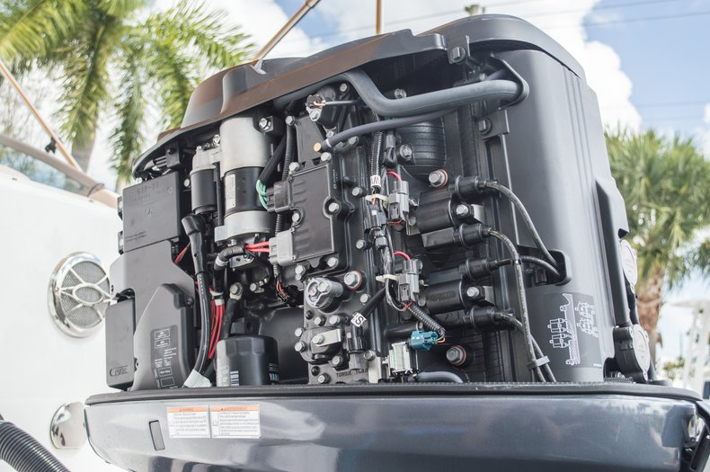 Thumbnail 10 for Used 2013 Hurricane SunDeck SD 2000 OB boat for sale in West Palm Beach, FL
