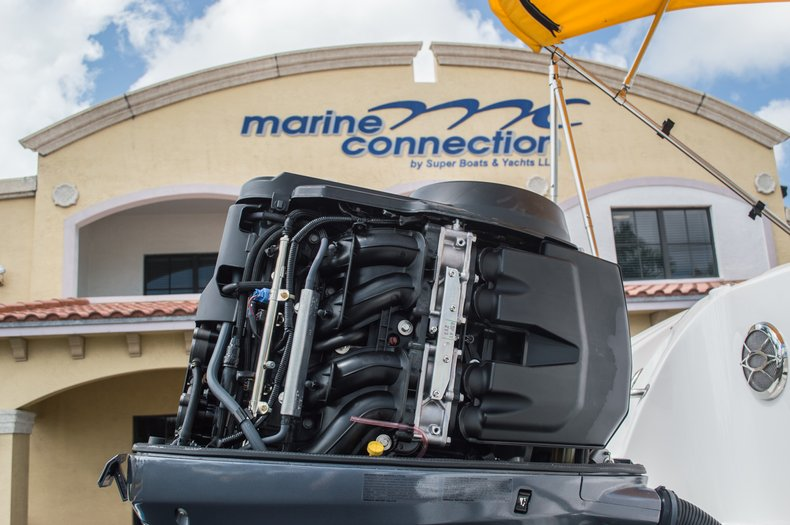 Thumbnail 11 for Used 2013 Hurricane SunDeck SD 2000 OB boat for sale in West Palm Beach, FL